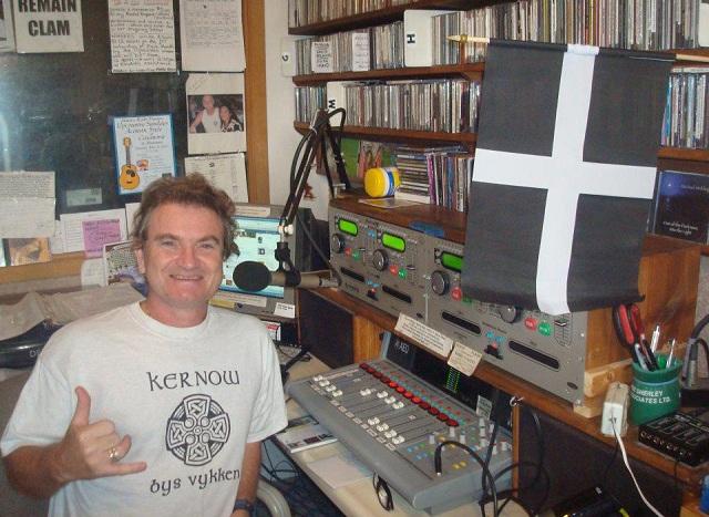 hamish burgess, manao radio
